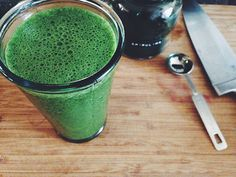 spirulina smoothie Detox Smoothies, Fruit Smoothies, Spirulina, Plant Based Recipes, Health And Beauty, Healthy Lifestyle, Sweet Home, Healthy Recipes, Drinks