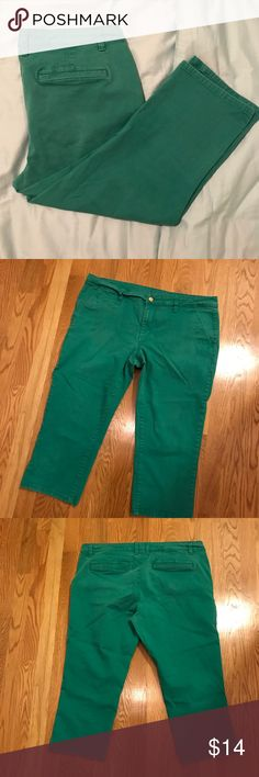 Old Navy Women's Emerald Green Jeans 🎉 Look at these!  Old Navy emerald green jeans size 16!  These are great for colder weather and the upcoming holiday season!  Don't miss out!  These won't last long! 🎉 Old Navy Jeans Ankle & Cropped