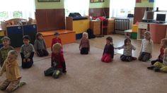 Medvídci v cirkuse - rozcvička Classroom, Activities, Film, Tv, Carnavals, Class Room, Movie, Films, Film Stock