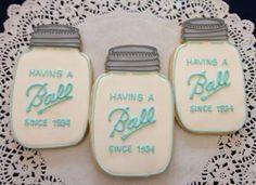 Cute Mason jar cookies for guests! #countrywedding #rusticweddingdecor http://www.gactv.com/gac/photos/article/0,,GAC_42725_6075192.html?soc=pinterest
