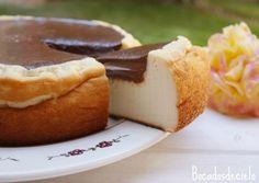 Cuando no tengo muchas ganas de preparar una tarta acabo siempre preparando una tarta de queso: todo bien mezclado y a esperar que ...