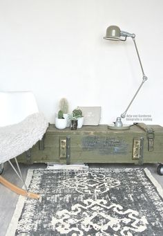 Stoer urban jungle hoekje met een Jielde look-a-like lamp! - Arja van Garderen fotografie & styling