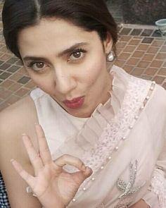 Mahira Khan mahira khan Posted on AioInstagram #MahiraKhan Umda! #mahirakhan #love