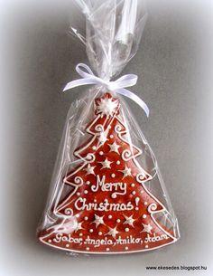 ÉkesÉdes mézeskalács köszönetajándék esküvőre, reklámajándék megrendelésre: Karácsonyi Mézeskalácsok Christmas Biscuits, Christmas Tree Cookies, Iced Cookies, Christmas Sweets, Christmas Cooking, Christmas Goodies, Cookies Et Biscuits, Holiday Cookies, Gingerbread Cookies