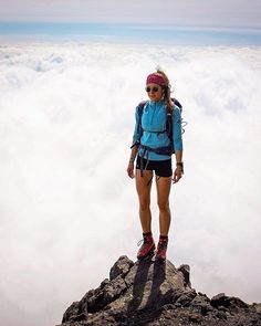 Runner interview: magdalena mittersteiner - 'living the mountain life' Cute Hiking Outfit, Trekking Outfit, Summer Hiking Outfit, Summer Outfits, Outfit Winter, Mountain Hiking Outfit, Summer Camping Outfits, Summer Pants, Outfits Mujer