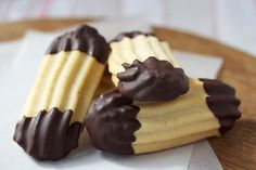 Viennese Cookies are a snap when piped through the OodleTip Biscuit Bar, Biscuit Cookies, Viennese Biscuits, Scones And Jam, Finger Cookies, Eggless Baking, Filling Food, Sweet Cookies, Greek Recipes