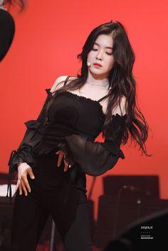 Kpop Girl Groups, Korean Girl Groups, Kpop Girls, Stage Outfits, Kpop Outfits, Seulgi, Irene Red Velvet, Black Velvet, Red Valvet