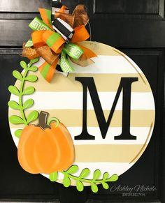 Pumpkin and Laurel Striped Plaque Door Hanger – Door hanger Letter Door Hangers, Fall Door Hangers, Wooden Door Hangers, Thanksgiving Wood Crafts, Fall Crafts, Wooden Pumpkins, Fall Pumpkins, Primitive Christmas, Primitive Snowmen