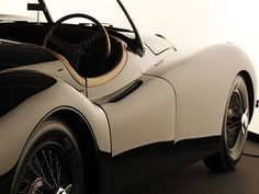 Jaguar XK120 Roadster 1950 vintage sport car ideally combines style with the vintage elegance.