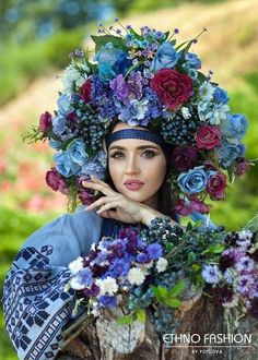 Russian Beauty, Russian Fashion, Ethno Style, Gypsy Style, Folk Fashion, Floral Fashion, Foto Fantasy, Flower Head Wreaths, Floral Headdress
