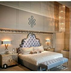 Loves d headboard..so majestic