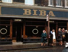 Biba was an iconic London boutique, open from 1964 to It was the brainchild of designer Barbara Hulanicki and run by she and her husb. Biba Fashion, London Fashion, Retro Fashion, Vintage Fashion, Seventies Fashion, Barbara Hulanicki, Biba Shop, Empire House, Mary Quant