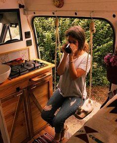 Bus Camper, Camper Life, Camper Hacks, Rv Campers, Kombi Trailer, T3 Vw, Kombi Home, Bus Living, Living Room