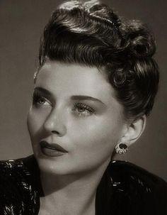 Vintage 1940s hairstyles, hair updo
