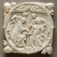A couple playing chess, mirror case.  Français : Jeu d'échecs, valve de miroir.  Datecirca 1300  Mediumcarved ivory