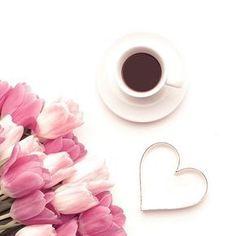 Who else loves their coffee? Coffee Vs Tea, Coffee Is Life, Coffee Drinks, Coffee Time, Morning Coffee, Lazy Morning, Coffee Cups, Coffee Withdrawal, Coffee Flower