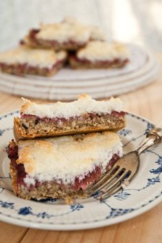 Sugar free rhubarb macaroon slice