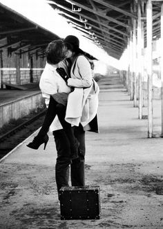 showcase some of the very beautiful black and white Inspiring Romantic Couple Kiss Photos can bring some love back into your lifes on this valentine day Love Is In The Air, This Is Love, Falling In Love, Foto Portrait, Love Couple, Couple Things, Couple Shoot, Hopeless Romantic, Kiss Me