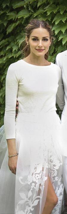 Sweater and skirt – Carolina Herrera \ Shoes – Manolo Blahnik