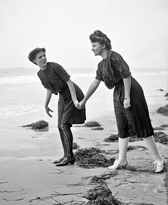 ...hold my hand & don't get too close... 1915 Atlantic City