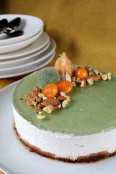 Vihreät kuulat ovat tänä jouluna leivonnan hittituote. Niistä on jo ehditty tehdä joulutorttuja, piparkakun koristeita ja ties mitä. Minä...
