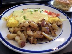 The touch of Hollandaise sauce just puts this over the moon! My new breakfast fav. Hollandaise Sauce, Omelet, Restaurant Recipes, Light Recipes, Copycat, Evans, Harvest, Brunch, Bob