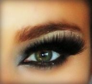 Learn how to do a heavy lash smokey eye at www.makeuptutorials.org