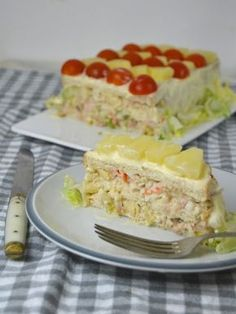 Cold tuna, pineapple and surimi cake with sliced bread! Tapas, Sandwich Bar, Sandwiches, Sandwich Ideas, Kitchen Recipes, Cooking Recipes, Quiches, Time To Eat, Dairy Free Recipes