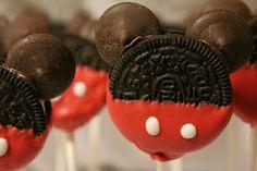 mickey and minnie mouse oreo cookie pops Cake Pops Mickey Mouse, Minnie Mouse Cookies, Bolo Minnie, Mickey Cakes, Mouse Cake, Cookie Pops, Oreo Pops, Yummy Treats, Sweet Treats