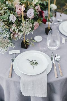 La Tavola Fine Linen Rental: Tuscany Silver | Photography: Kelly Sauer, Styling & Design: Lacy Geary, Florals: Floressence Flowers, Paper Goods: Wildfield Paper Co