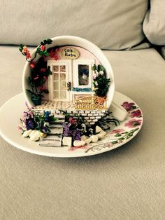 25 Perfect Diy Teacup Mini Garden Ideas To Add Bliss To Your Home. If you are looking for Diy Teacup Mini Garden Ideas To Add Bliss To Your Home, You come to the right place. Here are the Diy Teacup . Diy Simple, Easy Diy, Super Simple, Teacup Crafts, Diy Hanging Shelves, Garden Crafts, Garden Ideas, Easy Garden, Garden Pool