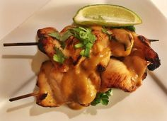 Kyllingespyd med peanutsauce Tapas, Foodies, Picnic, Good Food, Meat, Chicken, Lchf, Sweets, Christian