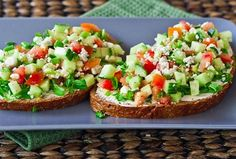 Open Faced Veggie Sandwiches – guilt free and delicious lunch. Healthy open faced sandwiches with cucumbers, tomatoes, cream cheese and feta cheese. Sour Cream Scones, Honey Mustard Pork Chops, Cooking Recipes, Healthy Recipes, Veg Recipes, Asian Recipes, Open Faced Sandwich, Veggie Sandwich, Bon Appetit