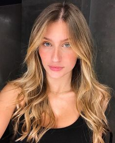 Gisele Bündchen, How To Make Hair, Makeup Inspiration, Hair And Nails, Catwalk, Hair Makeup, Hair Beauty, Long Hair Styles, Fashion Trends