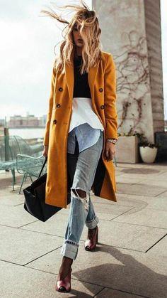 Street style: distressed denim and long mustard coat Fashion Mode, Look Fashion, Winter Fashion, Fashion Trends, Fall Street Fashion, Ladies Fashion, Fashion Bloggers, Womens Fashion, Urban Chic Fashion