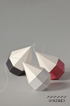 Skulpturen - Geometrisches Kunstwerk aus Papier - ein Designerstück von hinzhej bei DaWanda