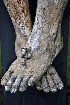 ¿Y tus pies? ¿Caminan sin mirarlo a El… en el madero de la cruz?.