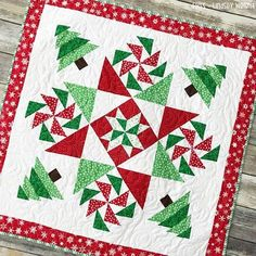 """Christmas Mystery Quilt"" Free Christmas Quilt Pattern designed by Lindsey Weight from Fort Worth Fabric Studio Christmas Quilt Patterns, Christmas Sewing, Christmas Patchwork, Christmas Quilting Projects, Small Quilts, Mini Quilts, Diy Craft Projects, Sewing Projects, Winter Quilts"