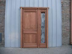 Puerta de frente de madera en pinotea a una hoja y media