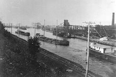 Barges transporting grain on the Lachine Canal in 1903.