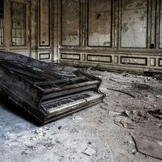 Epic Broken Piano