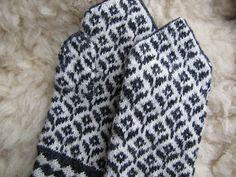 Ravelry: MonicaKullarand's Estonian mitten