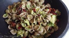 """Recette de pâtes """"di grano arso"""" ou farine de blé brûlé, une farine ancienne originaire du Nord des Pouilles. Avec des brocolis, câpres et tomates séchées, un délice!"""