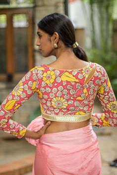 A beautiful kalamkari blouse with a subtle side cutout in the front and back, having a gold border at the bottom. Add a cool twist to your summertime florals by donning this cool hand painted number!  Pair with a plain coloured saree or a skirt in a complimenting color and be the prettiest one. #kalamkari #saree #india #blouse #houseofblouse