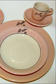 Restaurant Ware Collectors' Network website with Homer Laughlin China date codes.
