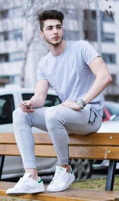 """45 Gym Outfit Ideas For Men 2018 Life The """"STYLE"""" Bar is part of Mens fashion - Trends are not limited to work and casual outfits, but while you hustle for that muscle, take some time to get acquainted with Gym Outfit Ideas For Men Fitness Outfits, Urban Fashion, Mens Fashion, Fashion Guide, Fashion Trends, Male Models Poses, Casual Outfits, Men Casual, Look Casual"""