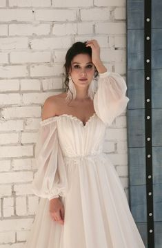 Elegant Sweetheart Chiffon Wedding Dress with Off-shoulder Sleeves Source. Elegant Sweetheart Chiffon Wedding Dress with Off-shoulder Sleeves Source by Little Girl Wedding Dresses, Modest Wedding Dresses, Elegant Wedding Dress, Elegant Dresses, Bridal Dresses, Gown Wedding, Elegant Gown, Wedding Girl, Lace Wedding