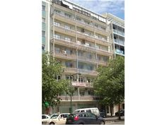 Lisboa, Avenida António Augusto de Aguiar. Apartamento com 7 assoalhadas e 227 m2, para obras totais. Vendido de Agosto de 2013 por 305 mil euros. Vendido por Diogo Neto.