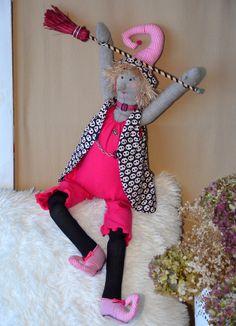 poupée tissu d'inspiration tilda, sorcière pop rose et noire, porte-bonheur : Accessoires de maison par dame-brigitte