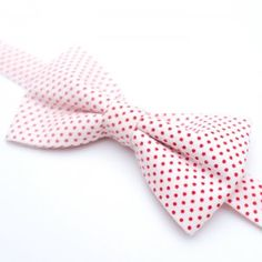 White Spotted Bow Tie #tie #style #gutavbowties #desado.com